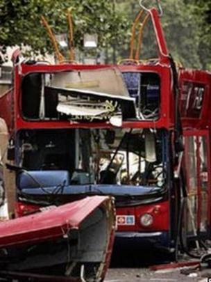 Paddington crash survivor Pam Warren explores trauma - BBC News