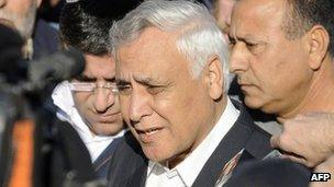 Moshe Katsav leaves Kiryat Malachi (7 December 2011)