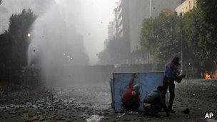 Protesters clash with police in Cairo