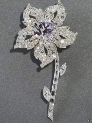 Flower-shaped brooch