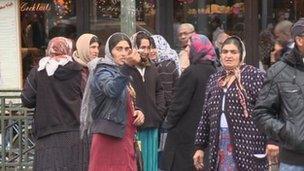 Roma women on Paris street