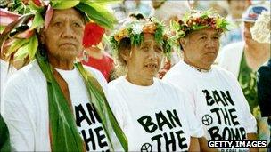Islanders wear protest t-shirts