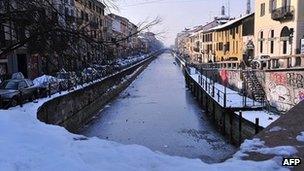 Snow in Milan. 6 Feb 2012
