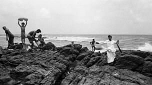 Bathers at Mahalakshmi (Photo: Pablo Bartholomew)
