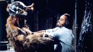 Philip Madoc fel Solon yn Doctor Who, 1976