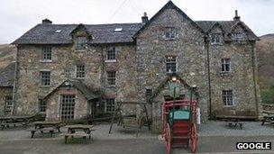 The Drovers Inn >> One Dead After Drover S Inn Caravan Blaze Bbc News