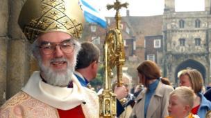 Dr Rowan Williams yn Eglwys Gadeiriol Caergaint yn 2003