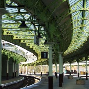 Train platform at Weymss Bay station