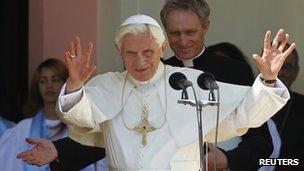Pope Benedict (L) addresses a crowd in el Cobre village, 27 March, 2012