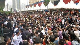Thousands of Indonesians stormed the Blackberry outlet, causing a crush