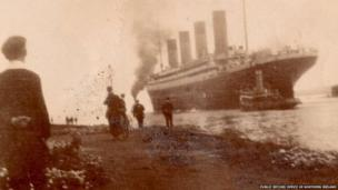 Y Titanic yn gadael Belfast (Hawlfraint: Swyddfa Cofnodion Cyhoeddus Gogledd Iwerddon)