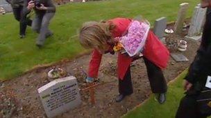 Sally Nilsson at grave