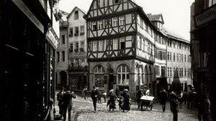 Eisenmarkt 1914, by Oskar Barnack