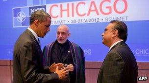 US President Barack Obama (L) speaking with President Hamid Karzai (C) of Afghanistan, Pakistani President Asif Ali Zardari at the McCormick Place Convention Center during the NATO Summit in Chicago on May 21, 2012.