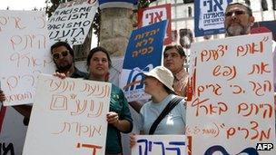 Israeli demonstrators protesting against racism, 25 May 2012