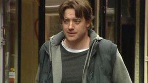 Hollywood actor Brendan Fraser to close film festival - BBC News