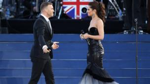 Gary Barlow and Cheryl smile at each other
