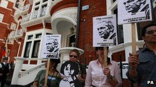 Protestors at Ecuadorian embassy