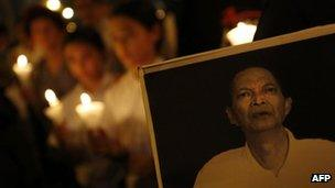 """A candlelight vigil to mourn Chinese labour activist Li Wangyang""""s death in Hong Kong, 13 June, 2012"""