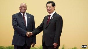 Chinese President Hu Jintao (R) with South African President Jacob Zuma