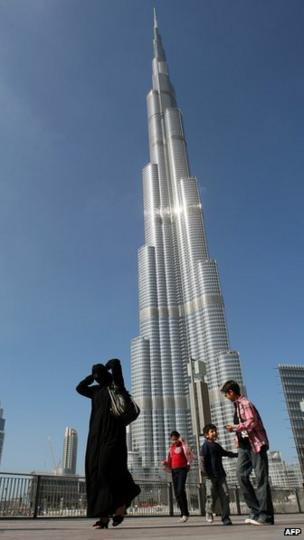 Offices stand empty in tallest tower, the Burj Khalifa - BBC News