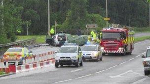 Three men killed in three-car crash in Cumbernauld - BBC News