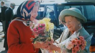 Y Frenhines a'r Fam Frenhines yn Yr Alban ym mis Awst 1997