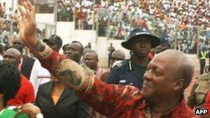 President John Mahama waves to supporters on arrival at a stadium in Kumasi on 30 August 2012