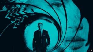 Adele's Bond theme, Skyfall, tops iTunes chart - BBC News