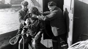 Atgyweiriadau i doc yng Nghaerdydd tua 1955