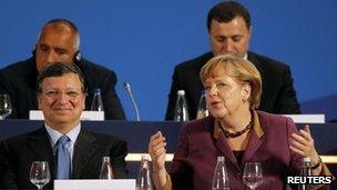 German Chancellor Angela Merkel with EU Commission President Jose Manuel Barroso in Bucharest (17 Oct 2012)