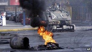 Tyre burns on Beirut street
