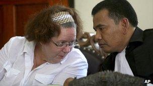 Bali drug trial: Lindsay Sandiford 'had cocaine in suitcase' - BBC News