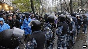 Riot police separate rival supporters at an election district in Kiev. Photo: 2 November 2012