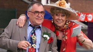 Bill Tarmey and Liz Dawn in Coronation Street