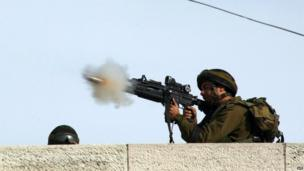 Protests in West Bank respond with tear gas, 16 November 2012