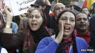 Protesters chant slogans against Egyptian President Mohammed Morsi during a demonstration at Tahrir square in Cairo (23 Nov '12)