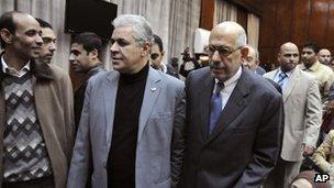 Egyptian opposition leaders Hamdeen Sabahi, second left, and Mohamed ElBaradei in Cairo (5 Dec 2012)