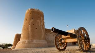 Al Zubarah, near Doha, is an important archaeological site famous for its old fort, now a museum. Constructed in 1938 with high, thick walls, the fort has also served as a coast-guard station.