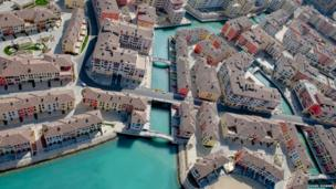 Built on reclaimed land off the coast of Qatar, this recently constructed community models itself on Venice with an extensive canal system and Italian-style pedestrian piazzas.