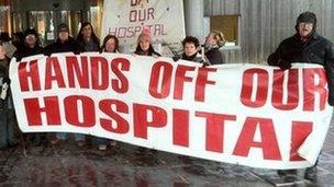 Protestwyr yn y Fflint