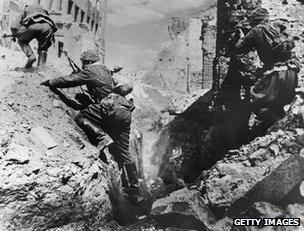 Soviet soldiers cross rubble during the Battle of Stalingrad (undated image)
