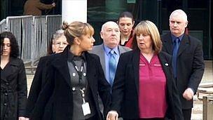 Police officers arrive at Dale Cregan trial