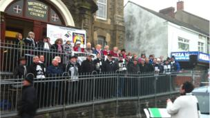 Only Women Aloud and the Phoenix Choir performed on the steps of Brunswick Methodist Church as the bus passed by on St Helen's Road.