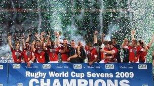 Tîm buddugol Cymru yn 2009