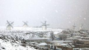 Windmills in the snow in a field in Castilla la Mancha, Spain. Photo: Thierry Scelles