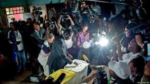 Raila Odinga casts his vote