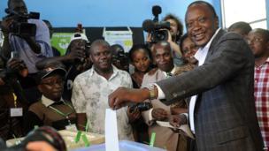 Kenya's Deputy Prime Minister and presidential candidate Uhuru Kenyatta voting in Kiambu, north of Nairobi. 4 March 2013
