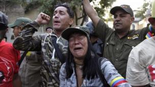 People in Caracas mourn Hugo Chavez, 5 March