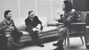 Che Guevara meets with two others in 1960